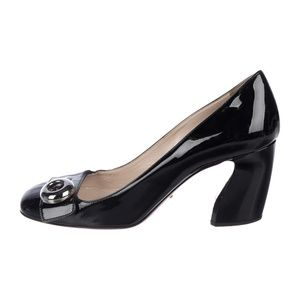 Black patent leather Prada pumps with silver butto